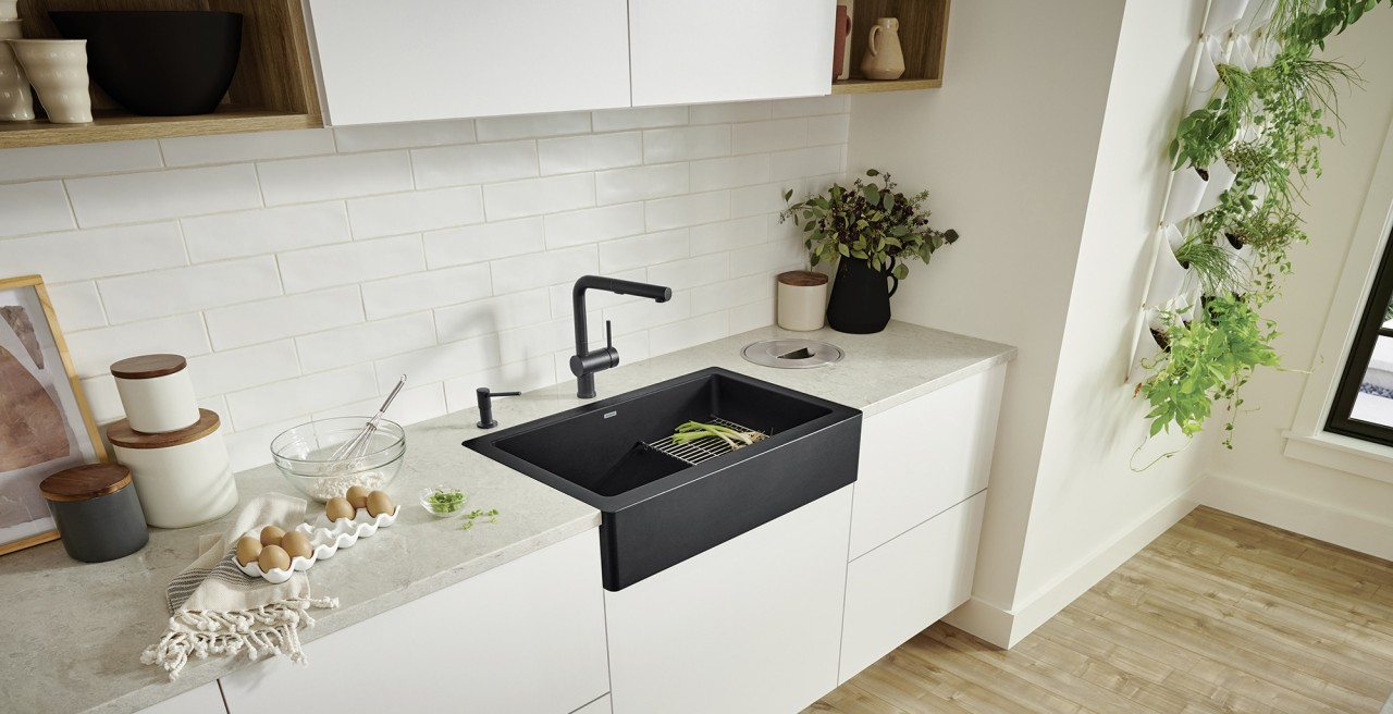 Vintera 30 Farmhouse Kitchen Sink with Linus Kitchen Faucet and Torre Soap Dispenser in Coal Black