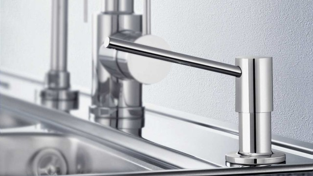 The soap dispenser can be integrated directly into the tap ledge during installation.