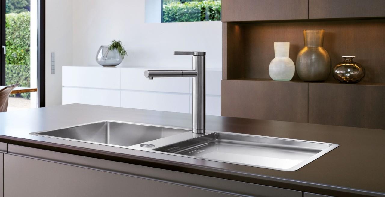 Die preisgekrönte Küchenarmatur BLANCO LINEE überzeugt durch geometrische Klarheit.