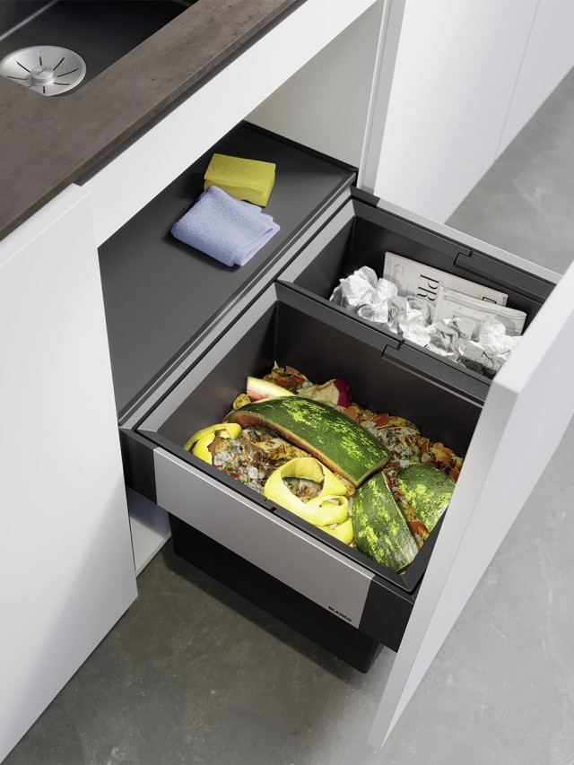 The pull-out organiser drawer stores your sponges, dishwashing brushes and the like so that they are