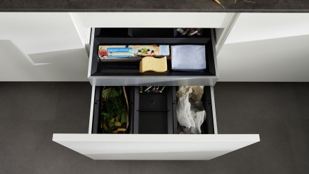 The smart BLANCO SELECT II waste separation system is fully extendible and saves space.