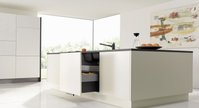 The smart BLANCO SELECT waste seperation system saves space.