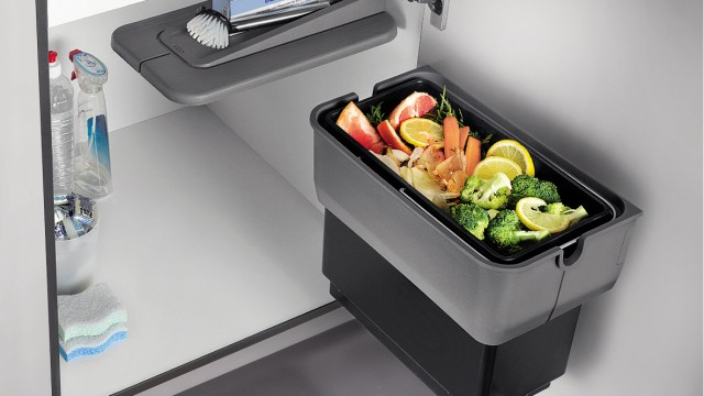 The BLANCO SINGOLO waste system saves space and provides room for kitchen utensils.