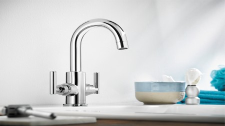 Cleaning mixer taps properly