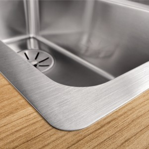 Inset sinks with a very flat rim allow almost seamless integration into the worktop