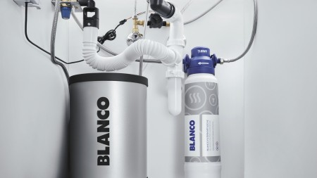 Professional installation of BLANCO Smart mixer taps.