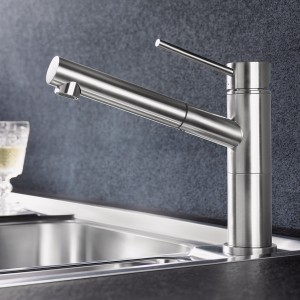 It comes in a large variety of versions, including a low-pressure mixer tap, a kitchen mixer tap with spray, in chrome or in colour.