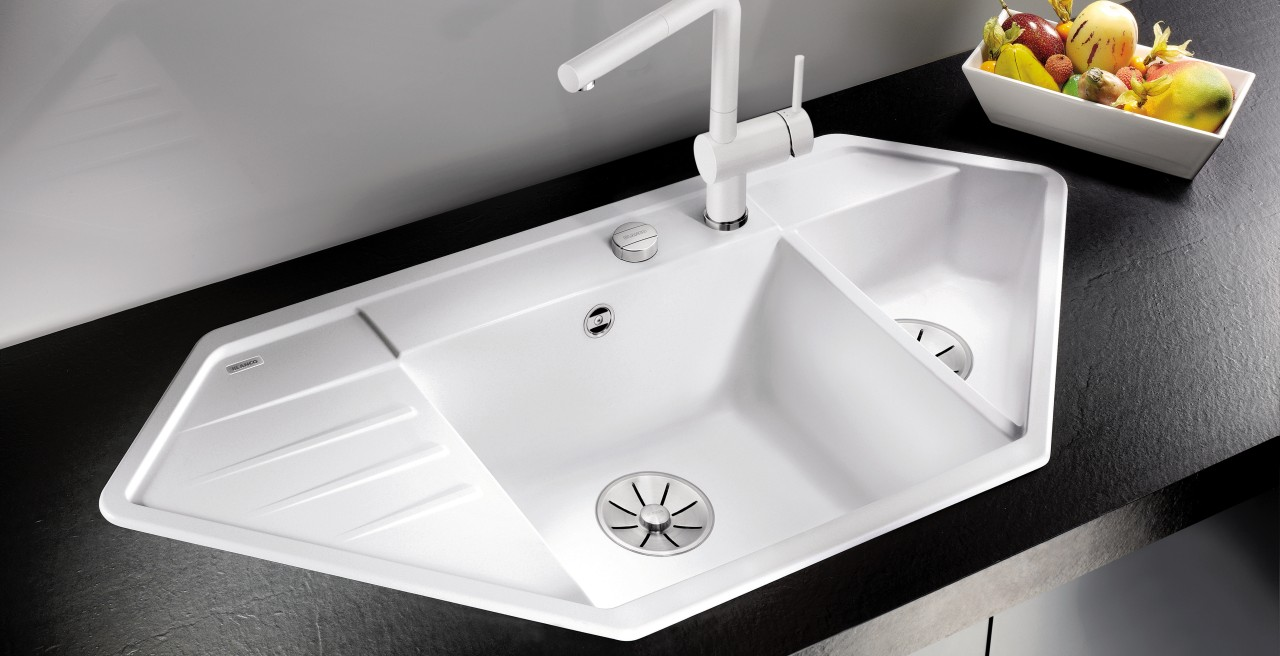 The BLANCO LEXA 9 E can also be truly eye-catching feauture on a straight worktop