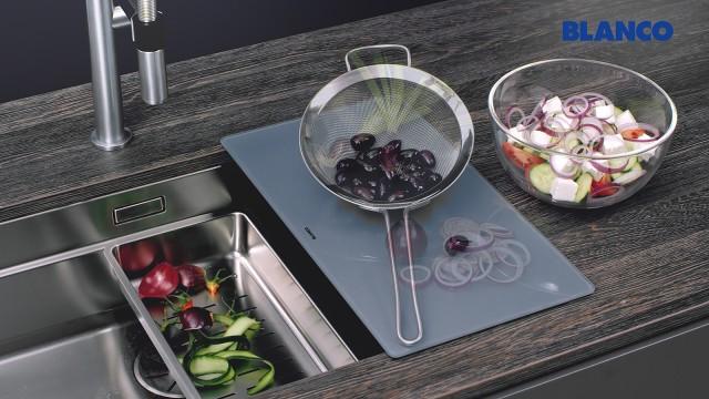 Une station centrale pour la préparation des salades
