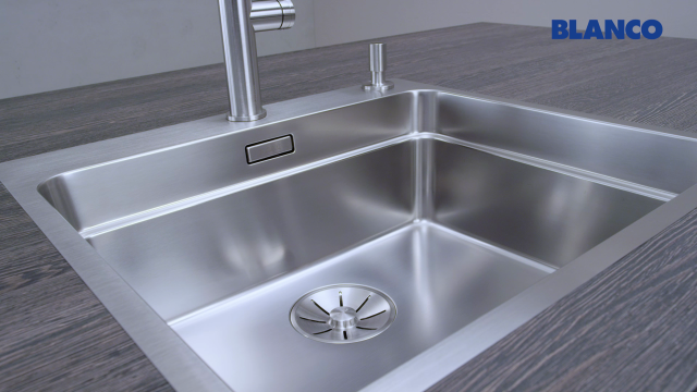 The transition between the BLANCO InFino drain system and the material of the bowl appears almost seamless
